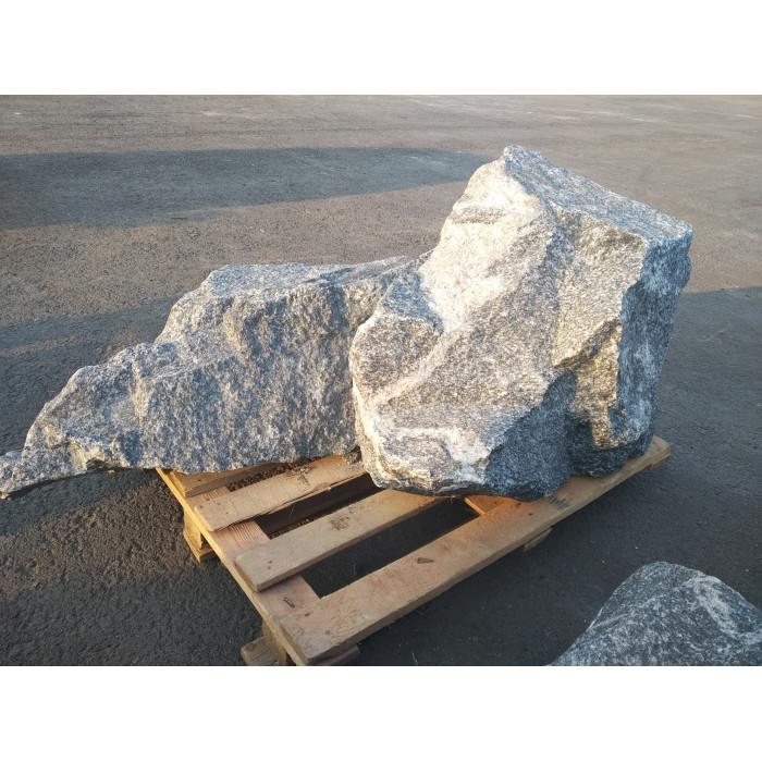 Камень.