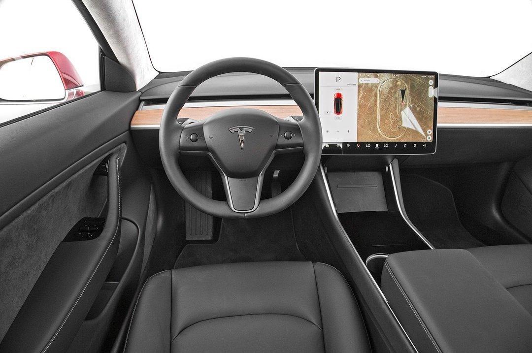Тесла автомобиль