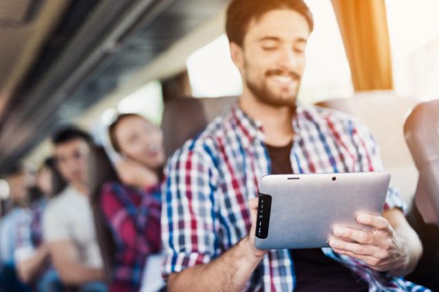 Планшет в автобусе