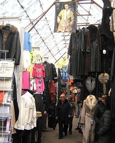 8071f103e87e0f Сьогоднішній Хмельницький ринок складається з більш ніж 20 -ти дрібніших і  спеціалізованих ринків . Найвідоміший - Старий ринок - це шкіра , хутра ,  дорогий ...