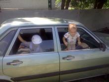 Дети, машина, жара